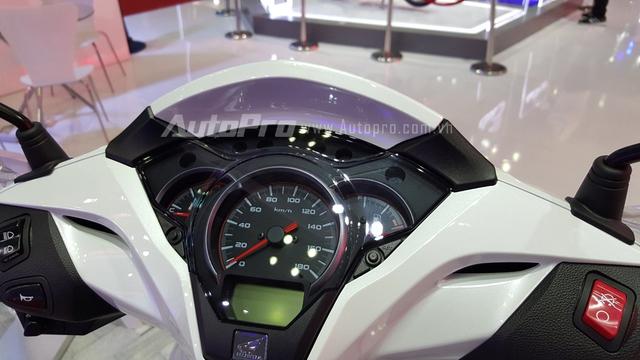 Cụm đồng hồ trên Honda SH300i 2016 được thiết kế tinh tế và sang trọng.
