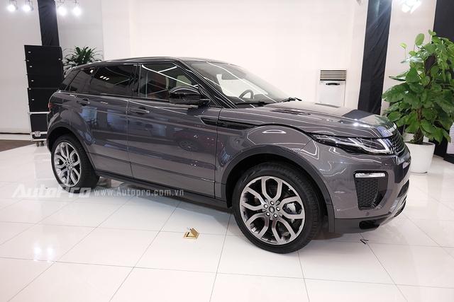 Range Rover Evoque 2016 đã về tới Việt Nam thông qua con đường nhập khẩu chính hãng với mức giá 2,9 tỉ đồng cho bản tiêu chuẩn.
