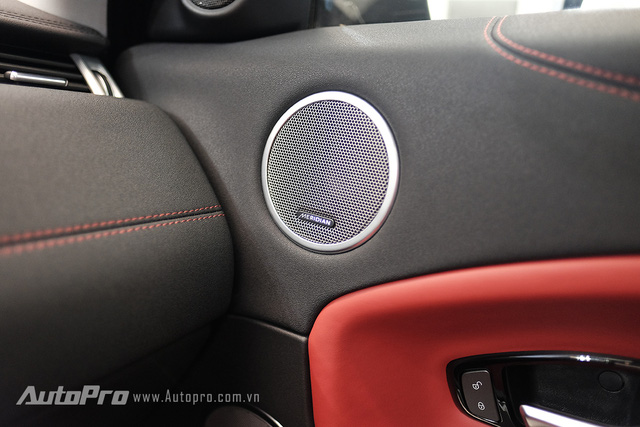 Range Rover Evoque 2016 được trang bị bộ loa Meridian cao cấp.