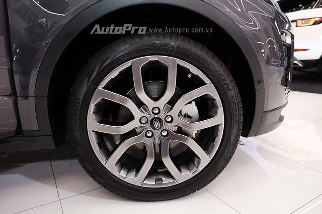 Range Rover Evoque 2016 có thêm 3 tuỳ chọn la-zăng hợp kim nhôm cho khách hàng.