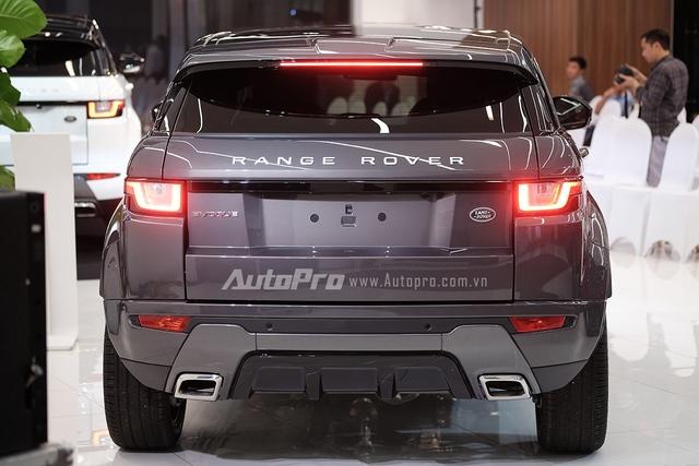 Phần đuôi xe cũng có thiết kế lại mang cảm giác mạnh mẽ và nam tính hơn.