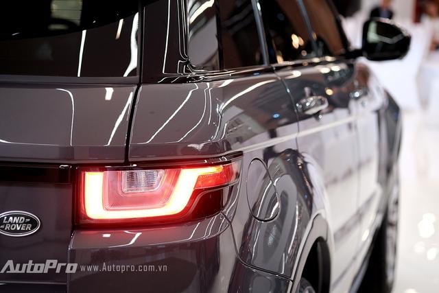 Đèn hậu dạng LED đã xuất hiện trên Range Rover Evoque 2016.