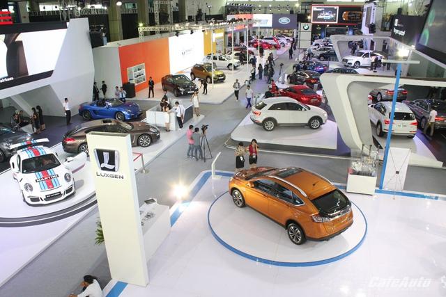 Triển lãm ô tô quốc tế Việt Nam 2015 diễn ra tại Hà Nội và sẽ di dời vào TP. HCM trong tháng 10 tới đây.