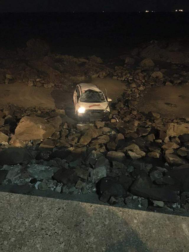 Cả tài xế và khách hàng là nữ bị thương nặng trong vụ tai nạn lần này và được đưa đi cấp cứu ngay sau đó.