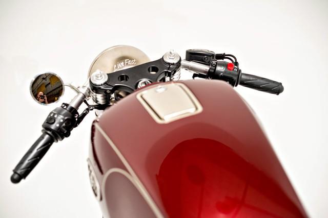 Tay lái của chiếc xe cũng được thiết kế riêng để phù hợp với tổng thể và mang cảm giác thoải mái nhất cho Ryan Reynolds.