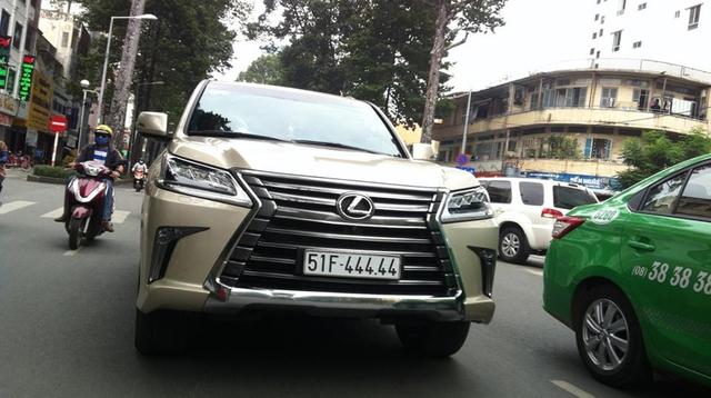 Sài Gòn cũng không kém vói Lexus LX570 2016 biển ngũ quý 4. Ảnh: Đăng Gia Hưng