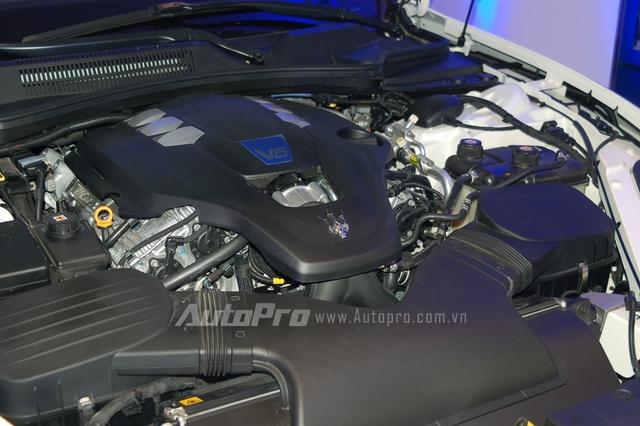 Maserati Quattroporte S Q4 sở hữu động cơ V6, dung tích 3.0 lít, tăng áp kép, sản sinh công suất tối đa 410 mã lực tại vòng tua máy 5.500 vòng/phút và mô-men xoắn cực đại 550 Nm. Xe mất khoảng 4,9 giây để tăng tốc từ 0-100 km/h trước khi đạt vận tốc tối đa 283 km/h.