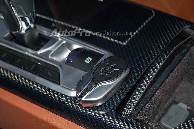Maserati Quattroporte S Q4 đi kèm hộp số ZF tự động 8 cấp với 5 chế độ lái khác nhau, bao gồm Auto Normal, Sport Auto, Manual Normal, Sport và Manual ICE.