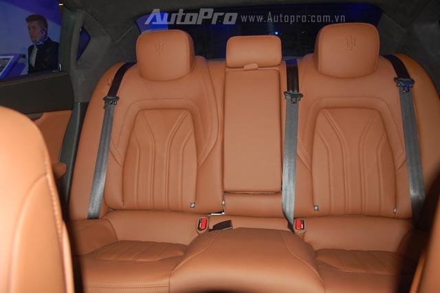 Ngoài ra, hãng xe đến từ Ý còn cung cấp một số tùy chọn cao cấp như nội thất bọc da Alcantara và ngoại thất với 8 màu sơn tùy chọn cho Maserati Quattroporte S Q4 chính hãng tại Việt Nam.