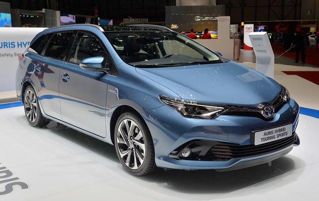 Toyota Auris Hybrid tại châu Âu.