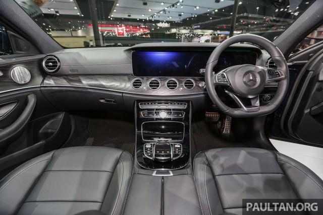 Nội thất của Mercedes-Benz E220d AMG Dynamic