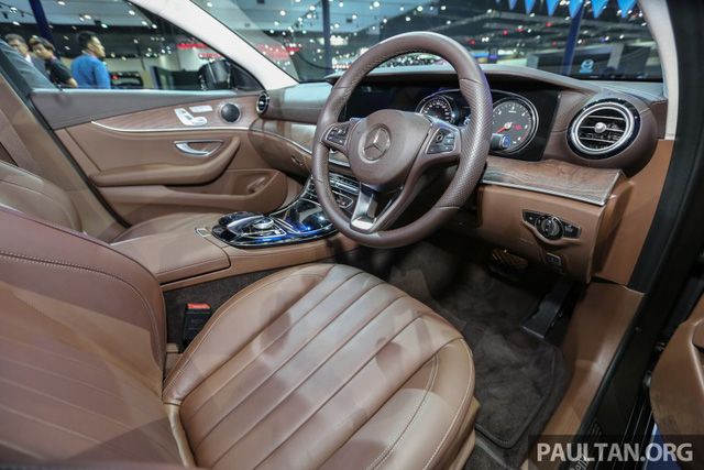 Vô lăng hình tròn của Mercedes-Benz E220d Exclusive