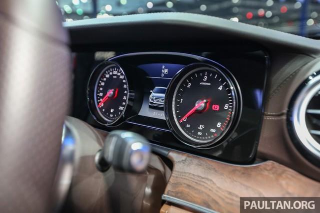 Đồng hồ của Mercedes-Benz E220d Exclusive