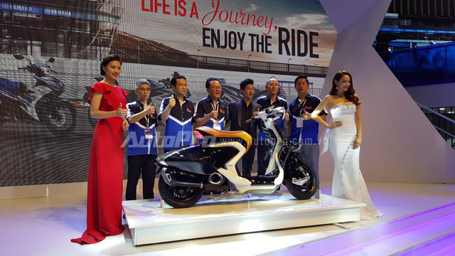 Trong buổi vén màn chiếc tay ga tương lai cá tính để ra mắt trước giới truyền thông, 2 đại sứ thương hiệu nổi bật của Yamaha là ca sĩ Minh Hằng cùng nữ diễn viên Ngô Thanh Vân cũng có mặt.