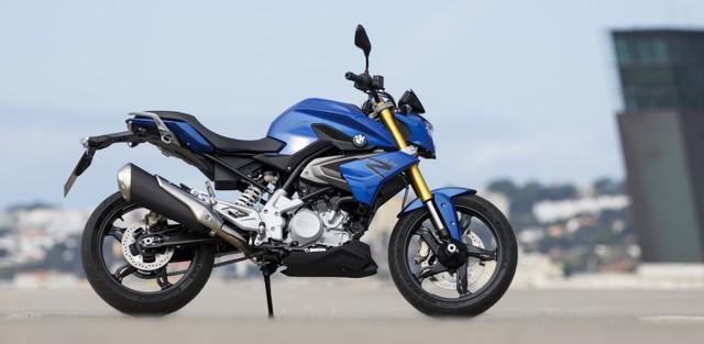"""Hãng xe Đức khẳng định, G310R vẫn giữ nguyên chất của dòng naked bike nhà BMW. """"Trái tim"""" của BMW G310R là khối động cơ xi-lanh đơn, làm mát bằng chất lỏng, dung tích 313 cc, sản sinh công suất tối đa 34 mã lực tại vòng tua máy 9.500 vòng/phút và mô-men xoắn cực đại 28 Nm tại vòng tua máy 7.500 vòng/phút. Động cơ kết hợp với hộp số 6 cấp, giúp BMW G310R đạt vận tốc tối đa 144 km/h."""