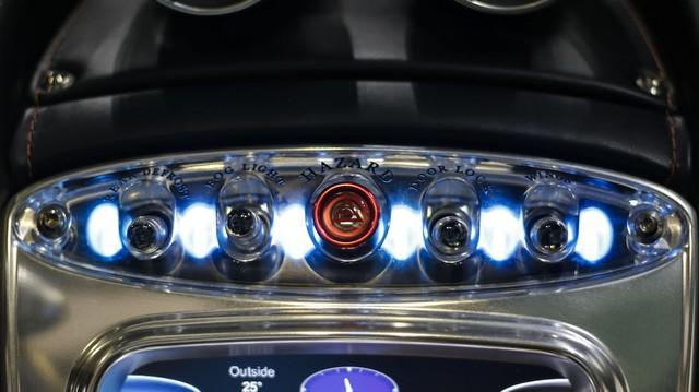 Động cơ sản sinh công suất tối đa 720 mã lực và mô-men xoắn cực đại 1.000 Nm. Nhờ đó, Pagani Huayra có thể tăng tốc từ 0-100 km/h trong 2,8 giây và đạt vận tốc tối đa 370 km/h.