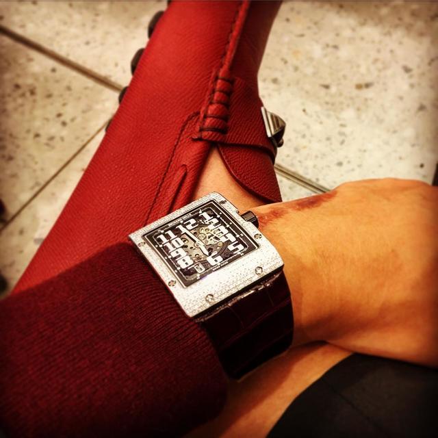 Ngoài chiếc RM 010, Bảo Hưng còn sở hữu một chiếc đồng hồ đắt tiền không kém là RM 016 Full Diamond với mức giá khoảng hơn 2 tỉ đồng.