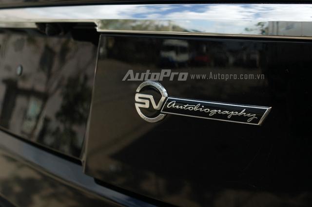 Sự khác biệt rõ rệt so với phiên bản giới hạn 100 chiếc nằm ở logo SVAutobiography xuất hiện phía đuôi xe...