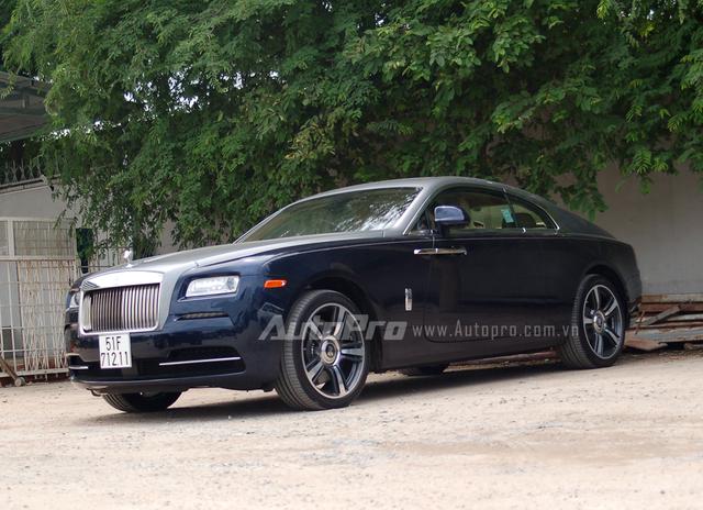 Hiện chưa rõ mức giá dành cho chiếc Rolls-Royce Wraith khi hoàn tất các thủ tục đăng kiểm, trong khi đó, những chiếc Wraith đang được phân phối chính hãng với giá khoảng 20 tỷ Đồng. Ngoài ra, hai chiếc siêu xe màu vàng rực nhanh chân ra biển trắng trước đó đã có tổng trị giá vào khoảng 35 tỷ Đồng.