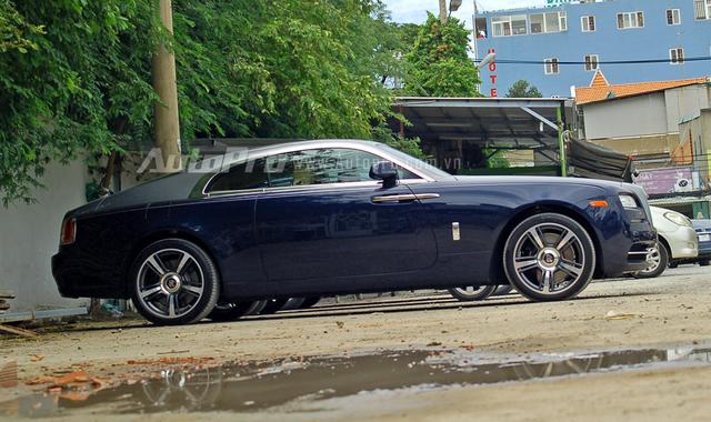 Rolls-Royce Wraith được sinh ra với vóc dáng thể thao mạnh mẽ của những chiếc coupe nhằm tiếp cận đến các khách hàng trẻ tuổi hơn.