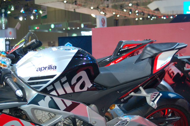 Bộ tem Superpole ấn tượng của superbike hàng hiếm.