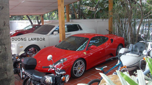 Ferrari F430 tại gara kín tiếng ở quận 2, Tp. Hồ Chí Minh.