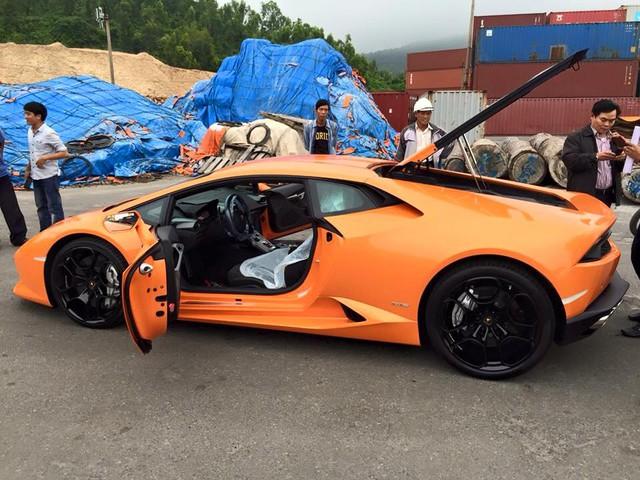Siêu xe Lamborghini Huracan màu cam tại Đà Nẵng.