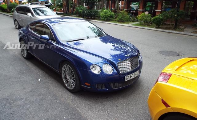 Bentley Continental GT Speed sở hữu động cơ W12, dung tích 6.0 lít, sản sinh công suất tối đa 600 mã lực và mô-men cực đại 750 Nm. Hộp số tự động 6 cấp ZF với chức năng sang số trên vô-lăng. Siêu xe này tăng tốc 0-100 km/h chỉ trong 4,5 giây, tốc độ tối đa 320 km/h.