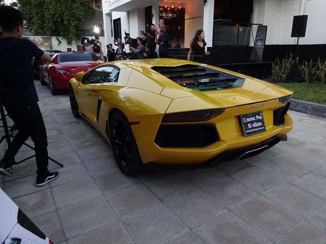Tại thị trường Việt Nam, Lamborghini Aventador LP700-4 chính hãng được chào bán với mức giá 26 tỷ Đồng và theo nhiều nguồn tin siêu bò đã tìm thấy chủ nhân sau 2 năm lận đận trong showroom chính hãng.