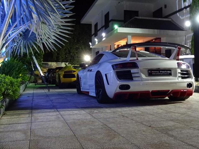 Audi R8 trong gói độ bodykit PD GT 850 Widebody của hãng độ Prior Design cùng dàn máy được độ tăng áp kép của hãng Heffner Performanc, cũng thu hút nhiều sự chú ý của khách tham dự buổi tiệc. Được biết bộ bodykit này có trị giá 30.000 USD.