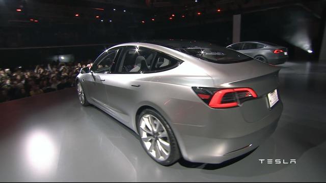 Về khả năng vận hành, bản trang bị chậm nhất của Tesla Model S có thể tăng tốc từ 0-96 km/h trong thời gian dưới 6 giây. Dự kiến, Tesla Model 3 sẽ có phiên bản tăng tốc nhanh hơn trong tương lai.