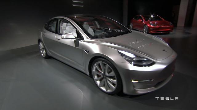 Đặc biệt, theo ông Musk, màn ra mắt tại California mới chỉ là phần 1 của Tesla Model 3. Hiện chưa rõ hãng Tesla sẽ giới thiệu cái gì trong phần 2.