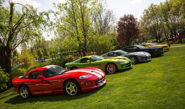 Dàn xe thể thao cơ bắp đến từ Dodge Viper, Ford Mustang và Chevrolet Camaro.