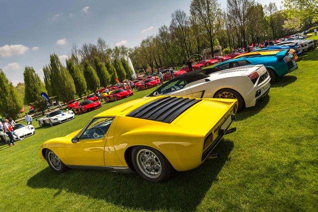 Dàn siêu xe đến từ Lamborghini cũng có số lượng không thua kém và nổi bật trong các màu sắc rực rỡ khác nhau.