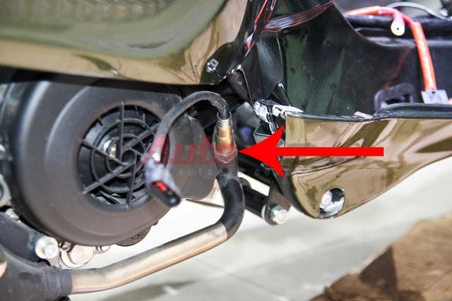 Cảm biến khí thải, giúp ECU nhận biết hỗn hợp nhiên liệu được đốt có đạt tiêu chuẩn hay không để điều chỉnh sự pha trộn, trước khi phun vào buồng đốt. Vespa Sprint sử dụng hệ thống làm mát động cơ bằng gió cưỡng bức.