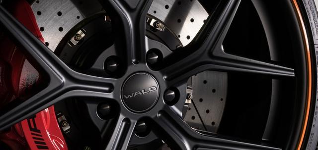 ộng cơ của Mercedes AMG GT Black Bison Edition vẫn được giữ nguyên loại V8 4.0 tăng áp kép với khả năng tăng tốc lên 100 km/h trong 4 giây. Tùy chọn nâng cấp động cơ cũng được Wald đưa ra với những khách hàng thích cảm giác tốc độ.