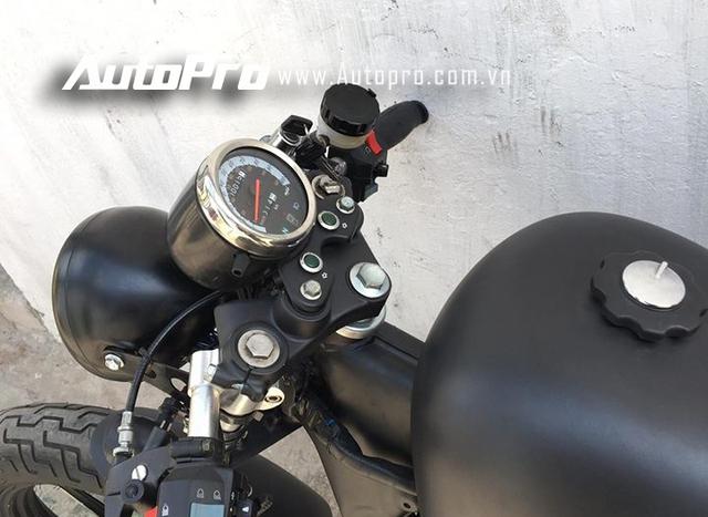 Cận cảnh cụm đồng hồ hiển thị các thông số trên mẫu xế độ Yamaha Virago XV125 được lấy từ Honda Rebel.