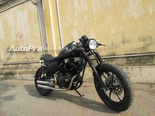 Loại bỏ kiểu dáng cruiser nặng nề, xế độ được những người thợ Sài thành lên ý tưởng cho ngoại hình lai giữa chất café racer và phong cách Harley Davidson. Thời gian cho việc lên ý tưởng và hoàn thành mẫu xế độ bụi bặm này vào khoảng 2 tháng.