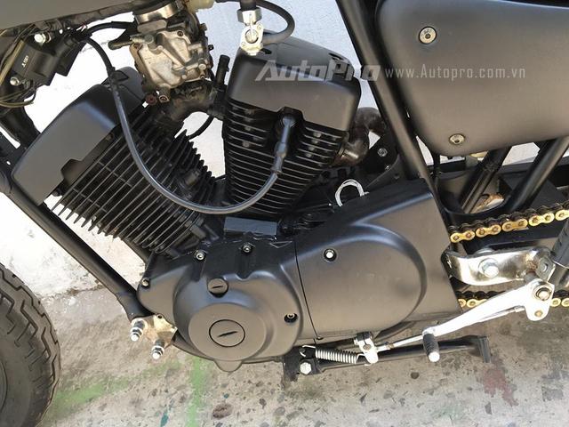 Mẫu xế độ này chỉ được tạo dáng lại phần ngoại hình, trong khi đó vẫn giữ nguyên khối động cơ 125 phân khối, hai xi-lanh xếp hình chữ V nổi tiếng của Yamaha. Trái tim này sản sinh công suất tối đa 11,2 mã lực tại vòng tua máy 8.500 vòng/phút và mô-men cực đại 9 Nm. Hộp số 5 tốc độ.