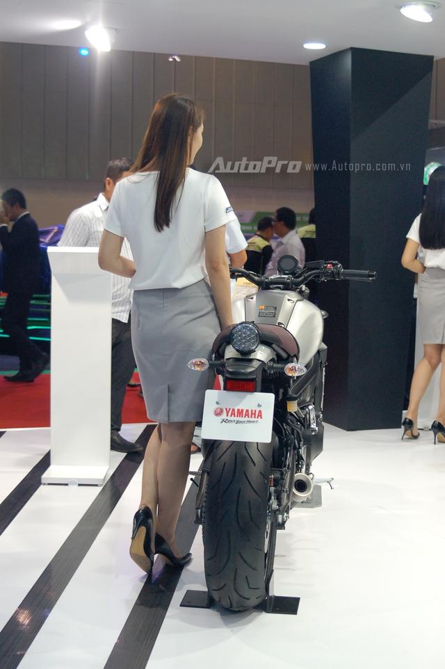 Những trang bị hiện đại như bóng đèn LED và cặp phuộc trước hành trình ngược USD, mang đến sức hút khó cưỡng cho chiếc mô tô nhà Yamaha.