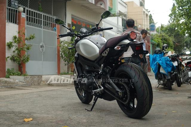 Một số khách tham quan khi hỏi đại diện Yamaha Việt Nam về việc có phân phối chính hãng mẫu xe Café Racer của MT-09 hay không, đều nhận được câu trả lời chưa có thông báo nhập khẩu chính hãng. Ngay sau đó, các khách hàng tìm kiếm đến các công ty nhập khẩu tư nhân.