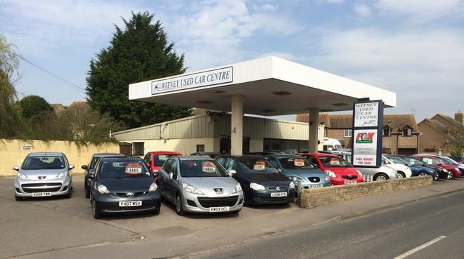 Cửa hàng xe cũ Witney Used Car Centre nơi Thủ tướng Anh David Cameron đến mua ô tô.