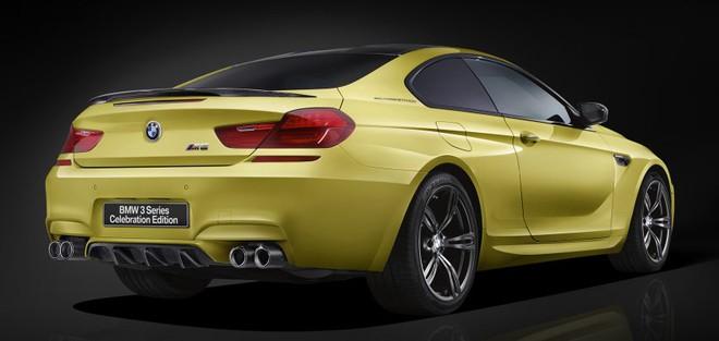Có lẽ BMW Nhật Bản đã gắn nhầm biển tên cho M6 Coupe Celebration Edition thành 3-Series Celebration Edition.