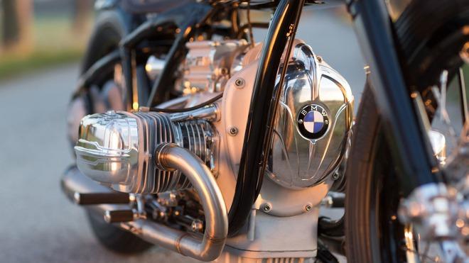 Cốt lõi của chiếc BMW R5 Hommage là khối động cơ Boxer, dung tích 500 cc nguyên bản lấy từ R5. Đây là động cơ do ông Sebastian Gutsch cung cấp. Khối động cơ này đã bị hỏng trong một cuộc đua và hiện được phục chế sao cho tốt hơn cả lúc mới.