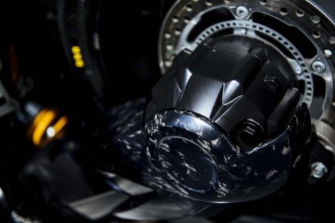 Bộ khung và động cơ nguyên bản của Honda VFR1200F được giữ lại trên Burasca 1200. Do đó, xe tiếp tục sử dụng động cơ V4, dung tích 1.277 cc, sản sinh công suất tối đa 180 mã lực và hộp số 6 cấp.