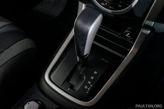 Trái tim của Isuzu D-Max Beast là khối động cơ diesel 4 xy-lanh, tăng áp, dung tích 2,5 lít, tạo ra công suất tối đa 136 mã lực và mô-men xoắn cực đại 320 Nm. Hai con số tương ứng của động cơ diesel 4 xy-lanh, tăng áp, dung tích 3.0 lít còn lại là 177 mã lực và 380 Nm. Sức mạnh được truyền tới cả 4 bánh thông qua hộp số tự động 5 cấp tiêu chuẩn.