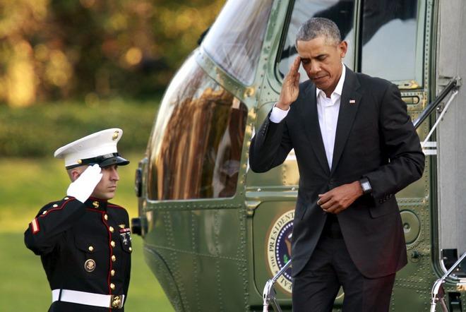 Dù Marine One hạ cánh ở bất kỳ đâu trên thế giới, Tổng thống Mỹ cũng luôn được lính Hải quân chào đón.