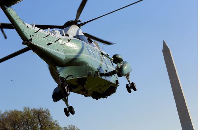 Marine One có thể bay ở vận tốc tối đa 241 km/h.