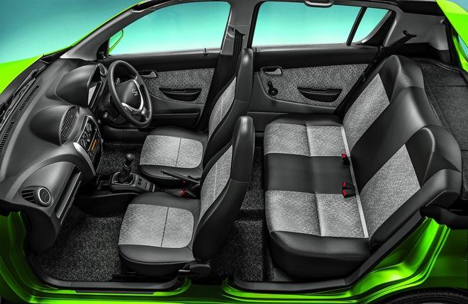 Nội thất màu xám tối của Suzuki Alto 800 2016.