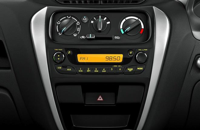 Hệ thống âm thanh đơn giản của Suzuki Alto 800 2016